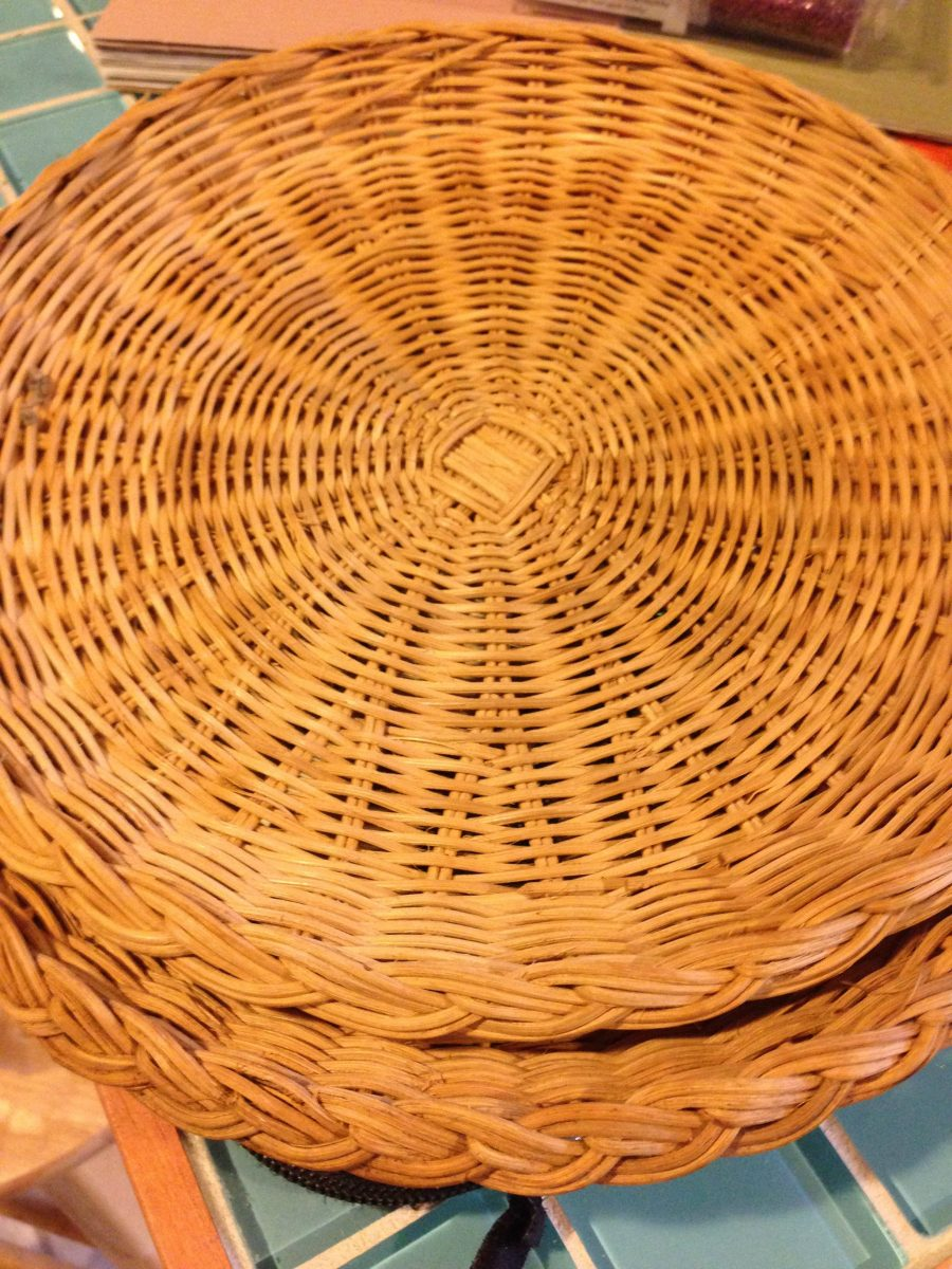 wicker paper plate holders Wicker / rattan paper plate holders - 9 of them - $1000 9 wicker / rattan paper plate holdersthey are 9 in diameter please look at each photo 263318760629.