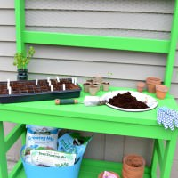 Easy 2 x 4 project | Build a potting bench out of 2 x 4s | DIY potting bench