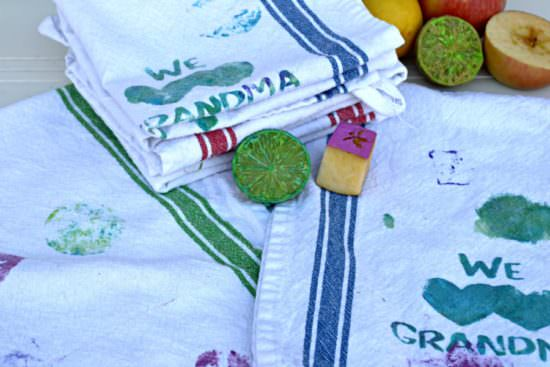This would be a great DIY Mother's Day gift for grandma or mom that the kids can make themselves! Using fruit as stamps on the kitchen towels looks fun for the kids, too.