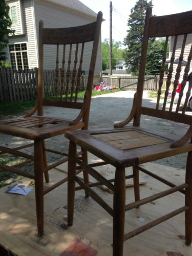 Great tips and tricks on how to whitewash old pieces of furniture to create a farmhouse look.