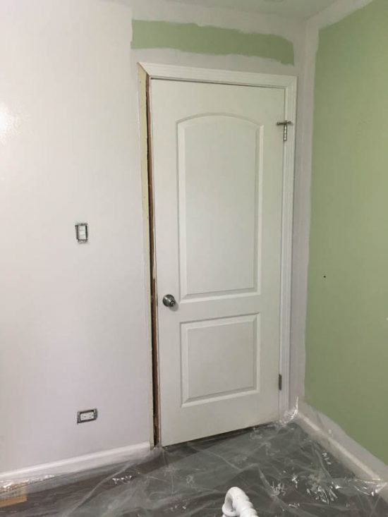 """Paint a room like a professional! What's the correct order for painting a room? There really is a """"right way"""" that will help you to save time and to paint clean lines throughout the room."""