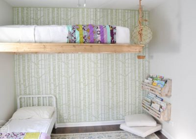 It is possible to create shared kids' bedrooms even in small homes and small rooms! Lofting the bed is such a great way to save space, and it looks amazing too!