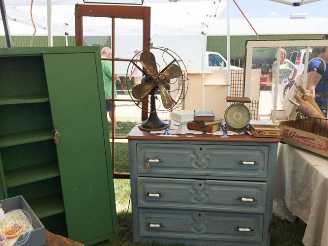 I can't wait to try out these tricks for shopping at flea markets this summer! I love the tips on how to negotiate.